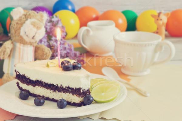 Stuk verjaardagstaart cake bessen vruchten plaat Stockfoto © saharosa