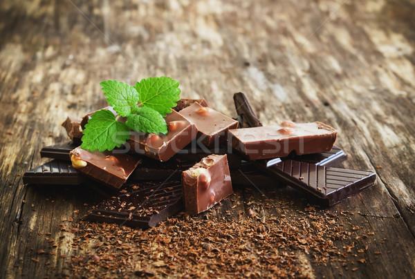 Cioccolato menta foglie vecchio legno messa a fuoco selettiva Foto d'archivio © saharosa
