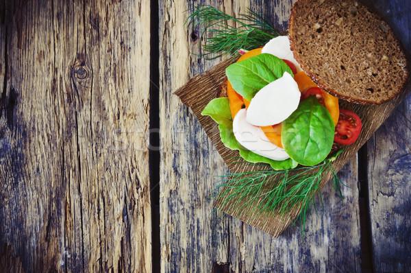 Szendvics mozzarella paradicsomok piros paprika spenót öreg Stock fotó © saharosa