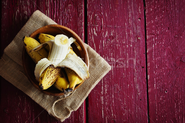 Organisch rijp bananen houten kom rustiek Stockfoto © saharosa
