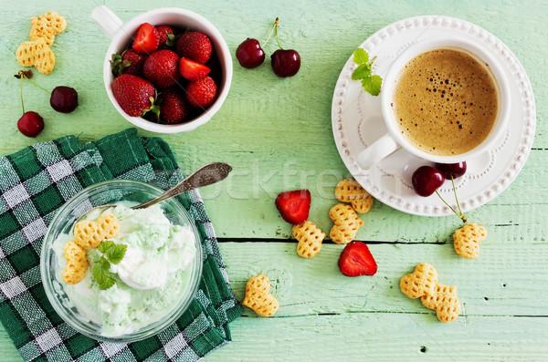 Eigengemaakt ijs mint beker koffie vruchten Stockfoto © saharosa