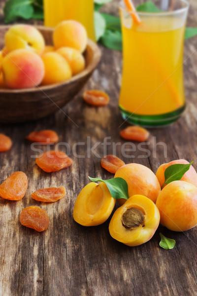 Rijp abrikoos sap oude houten gezondheid Stockfoto © saharosa