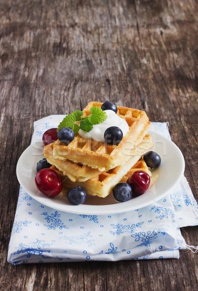 Bogyók édes mártás asztal reggeli szelektív fókusz Stock fotó © saharosa