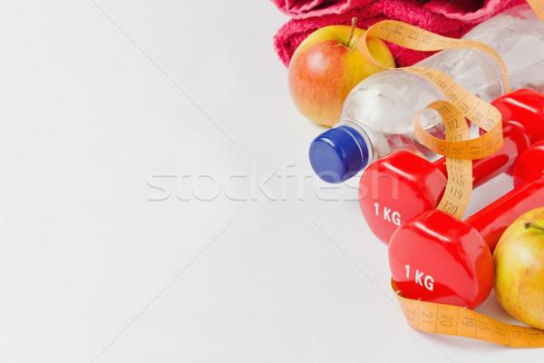 Fitnessz diéta súlyzók palackozott víz gyümölcs szalag Stock fotó © saharosa