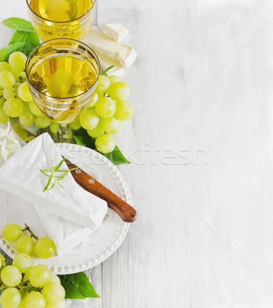 Egészséges étkezés szőlő brie sajt kettő szemüveg űr Stock fotó © saharosa