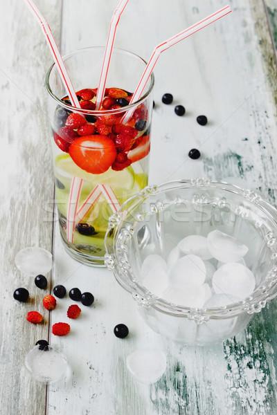 Fresco beber frescos bayas verano frutas Foto stock © saharosa