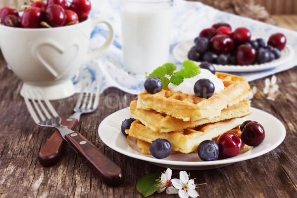 Frissen sült édes bogyók mártás asztal Stock fotó © saharosa