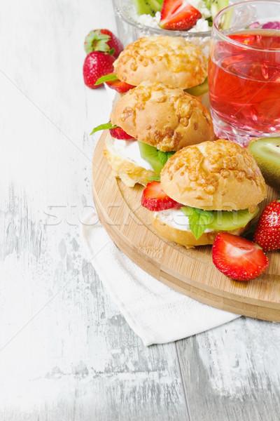 Dieta panini ricotta frutta tagliere copia spazio Foto d'archivio © saharosa