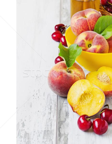 Rijp vruchten perziken kom kers perzik Stockfoto © saharosa