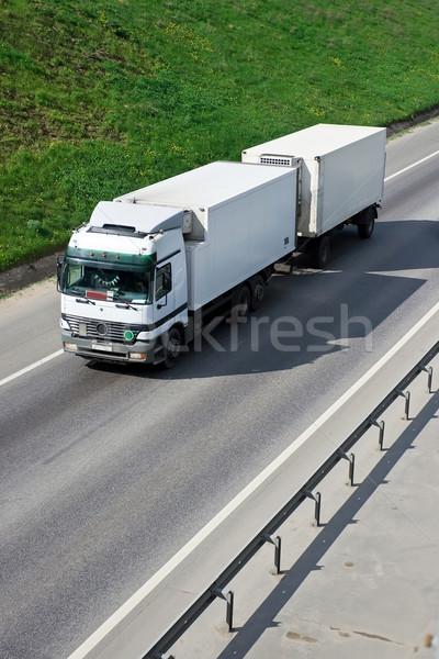 Caminhão branco rodovia vermelho acelerar transporte Foto stock © sailorr