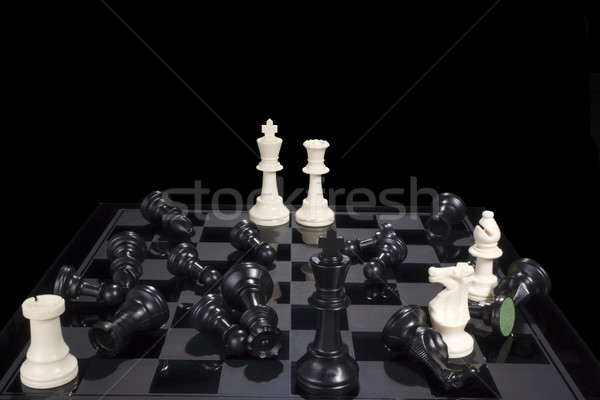 Ajedrez batalla negro derrotar tablero de ajedrez Foto stock © saje
