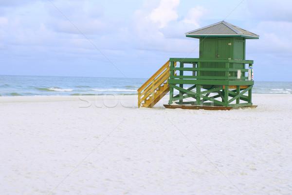 Badmeester hut groene lege ochtend strand Stockfoto © saje