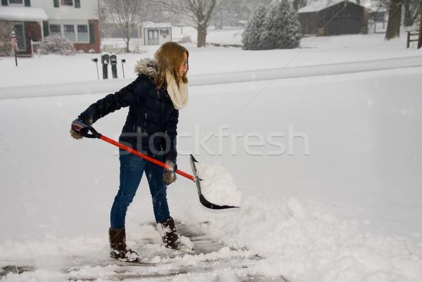 Kar hazır genç kadın kürek tok ev Stok fotoğraf © saje