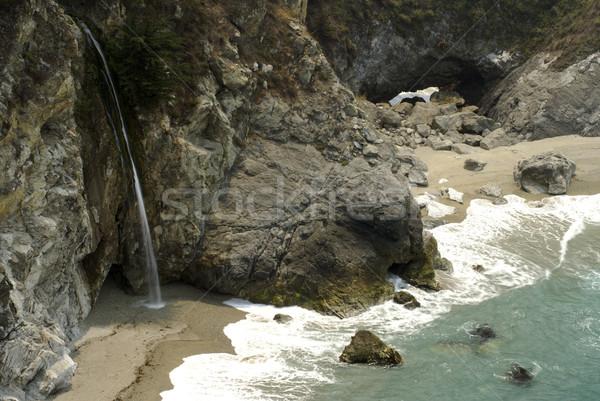 Groß Wasserfall fließend Ozean Meer blau Stock foto © saje
