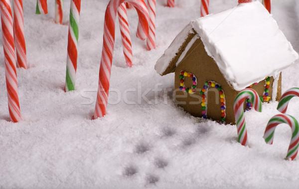 Karácsony lábnyomok vezető mézeskalács kunyhó hó Stock fotó © saje