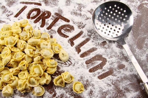 Frescos tortellini harina mesa mesa de madera Foto stock © Sandralise