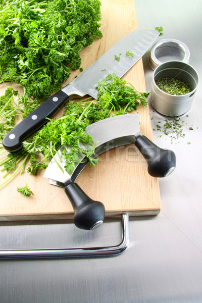 świeże posiekane pietruszka deska do krojenia ze stali nierdzewnej żywności Zdjęcia stock © Sandralise
