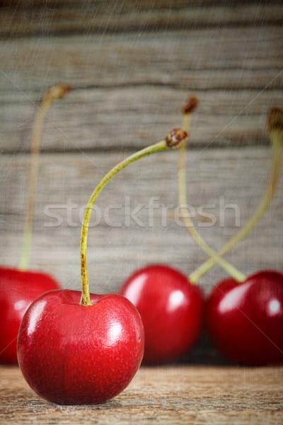 Vermelho cerejas celeiro madeira velho verão Foto stock © Sandralise