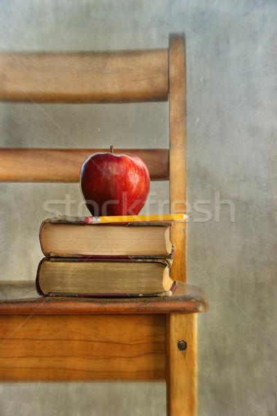 Manzana edad libros escuela silla vintage Foto stock © Sandralise