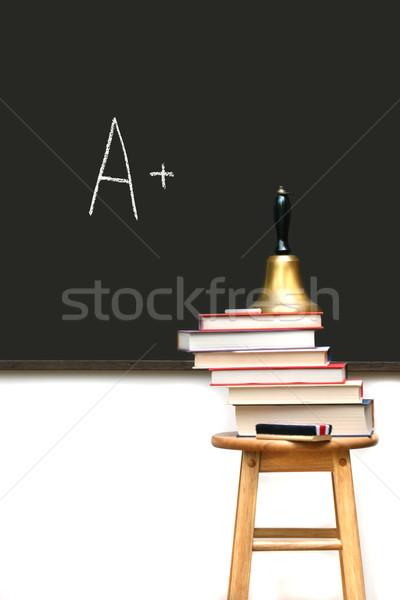 Scuola libri sgabello lavagna legno mela Foto d'archivio © Sandralise