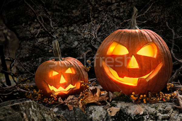Geschiedenis Halloween.Halloween Pumpkins On Rocks At Night Stock Photo C Sandra