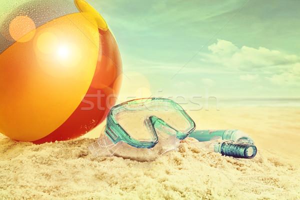 Ballon de plage lunettes sable plage eau nature Photo stock © Sandralise