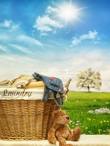Panier à linge vêtements ciel bleu osier maison travaux Photo stock © Sandralise