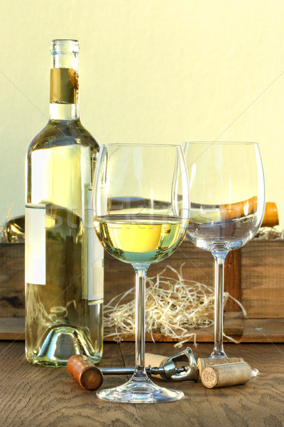 Martwa natura okulary skrzynia wina szkła Zdjęcia stock © Sandralise