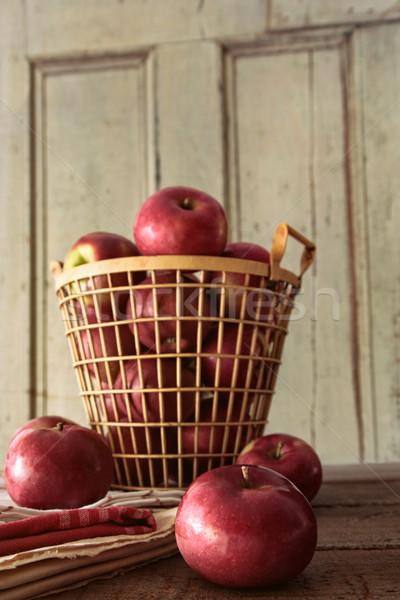 Rood appels metaal mand keukentafel hout Stockfoto © Sandralise