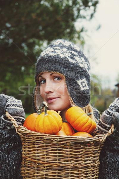 Ragazza basket zucche ringraziamento legno foto - Ringraziamento tacchino al colore ...