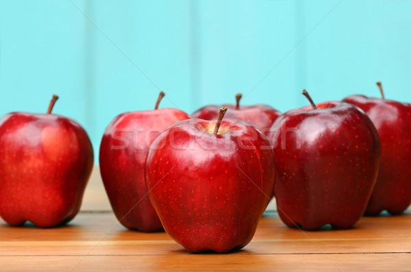 Czerwony jabłka starych szkoły biurko Zdjęcia stock © Sandralise
