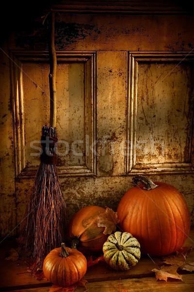 Halloween noite abóboras vassoura porta pronto Foto stock © Sandralise