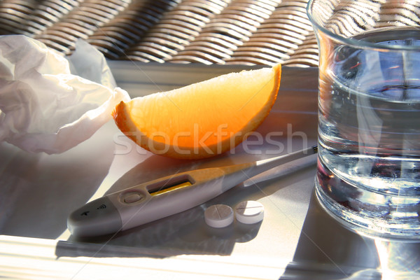 Hideg évszak c vitamin papírzsebkendő narancs üveg Stock fotó © Sandralise