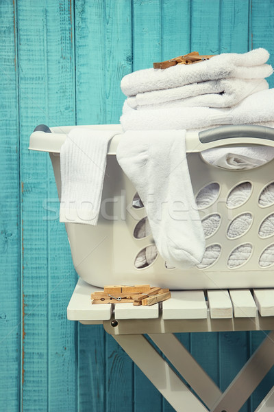 Cestino di lavanderia asciugamani calze spazio blu vita Foto d'archivio © Sandralise