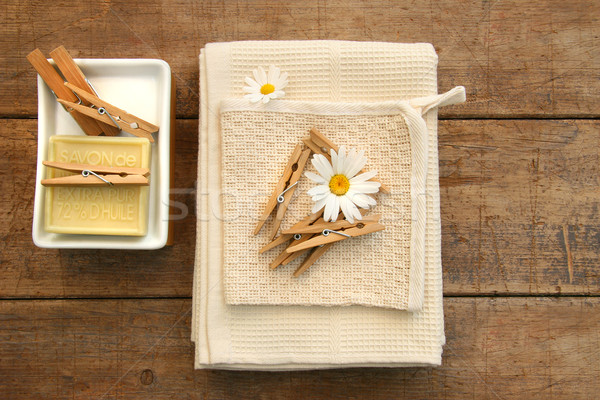Savon serviettes rustique table fleur bois Photo stock © Sandralise