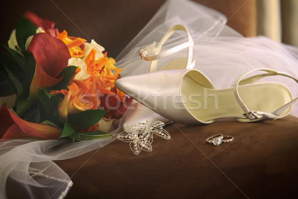 Düğün ayakkabı peçe halkalar sandalye çiçek Stok fotoğraf © Sandralise