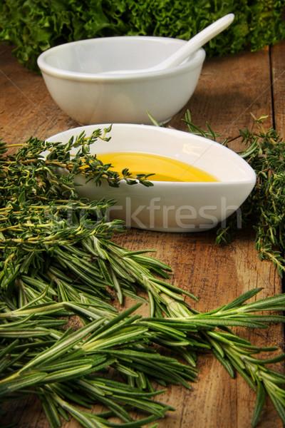 Fraîches herbes huile d'olive table en bois alimentaire bois Photo stock © Sandralise