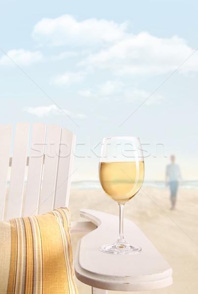 Stock fotó: üveg · fehérbor · szék · tengerpart · nő · buli