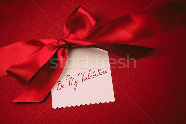 Kırmızı yay beyaz kart hediye kadife Stok fotoğraf © Sandralise