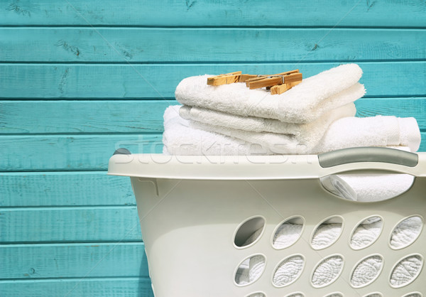 Bianco cestino di lavanderia asciugamani vestiti spazio blu Foto d'archivio © Sandralise