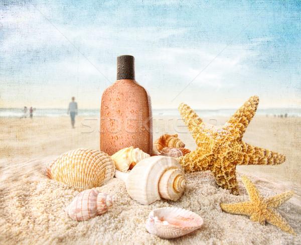 Bronzeado loção conchas praia pessoas água Foto stock © Sandralise