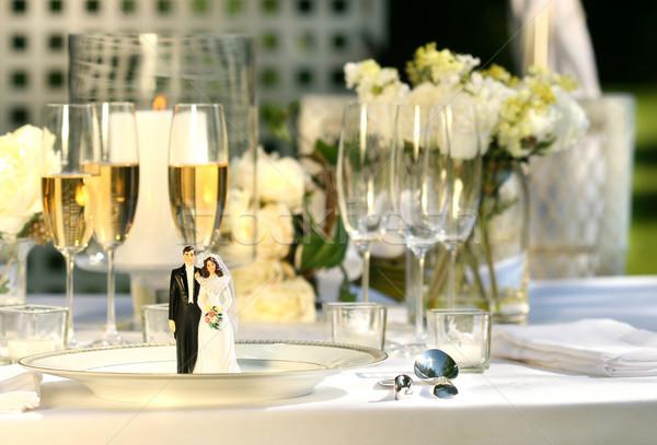 Torta vacsora tányér esküvői fogadás virágok rózsa Stock fotó © Sandralise