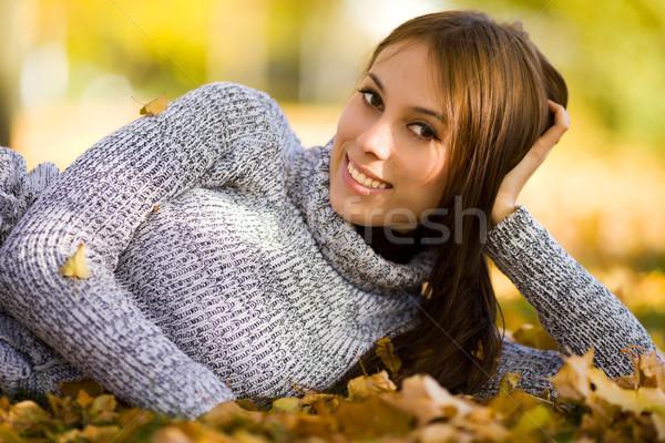 Stok fotoğraf: Gülen · genç · kadın · mutlu · portre · sonbahar · açık · havada