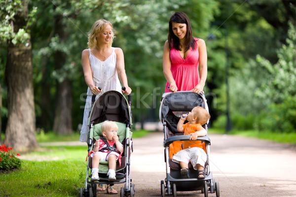 Mutlu anneler yürüyüş birlikte çocuklar kadın Stok fotoğraf © sapegina