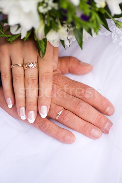 Mani nuovo sposato anelli bouquet Foto d'archivio © sapegina