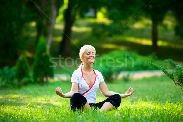 Stockfoto: Ontspannen · jonge · vrouw · zomer · park · gezondheid