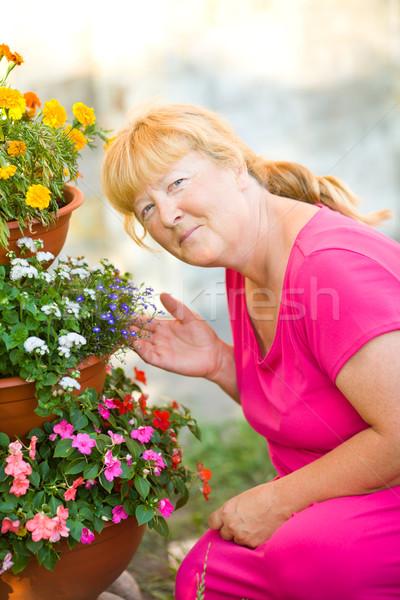 Bahçıvanlık kıdemli kadın kendi çiçekler Stok fotoğraf © sapegina