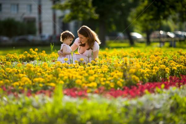 Stockfoto: Gelukkig · moeder · lopen · dochter · park · buitenshuis