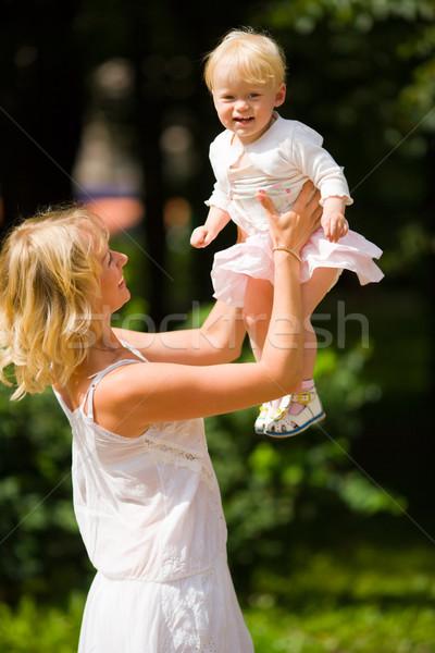 Stok fotoğraf: Mutlu · anne · oynama · bir · yıl · kız