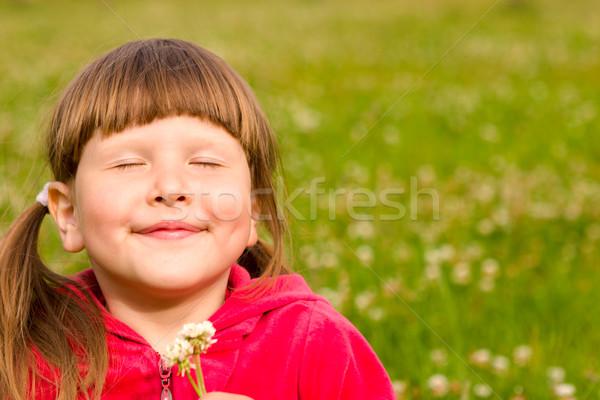 Mutlu kız gülen kız çim Stok fotoğraf © sapegina